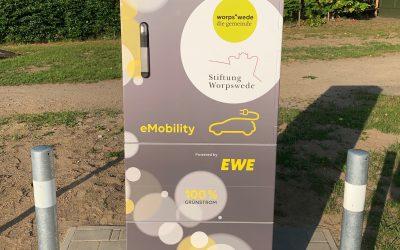 Stiftung sorgt für erste Elektroladesäule in Worpswede